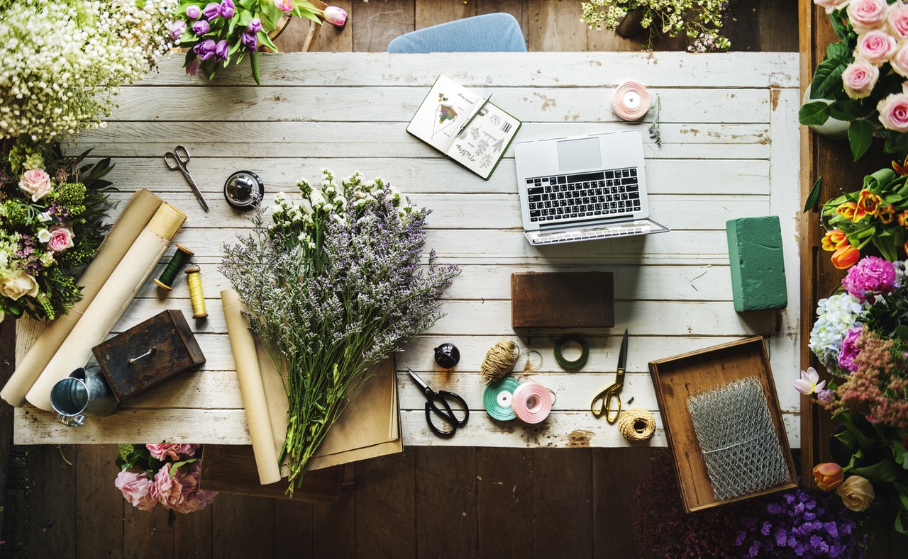Quel feuillage et quelles fleurs pour des couronnes DIY à faire avant le mariage ?
