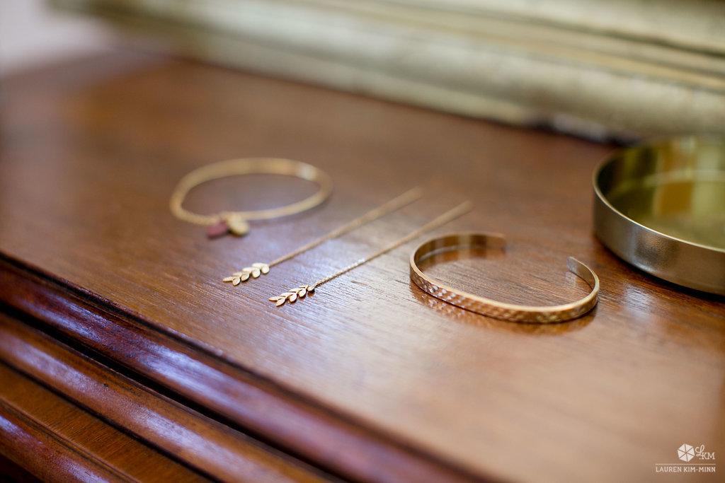 Gros, petits, dorés ou argentés? L'occasion de parler bijoux de la mariée!