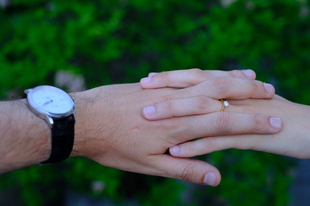 Des bijoux pour nos fiançailles : une bague pour moi et une montre pour lui