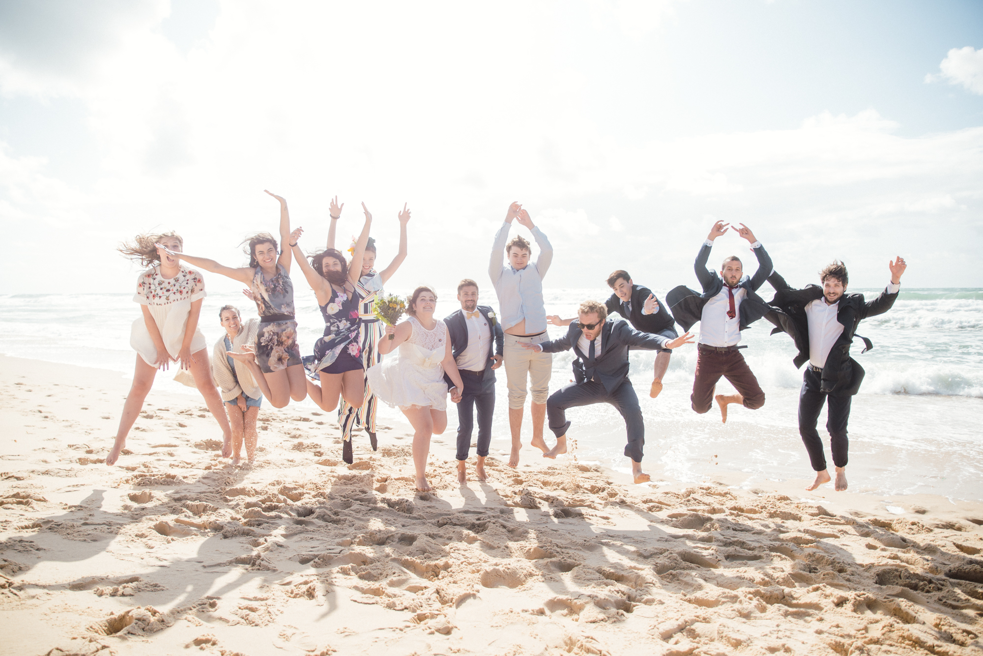 Mon mariage civil au bord de l'océan : nos photos de groupe sur la plage