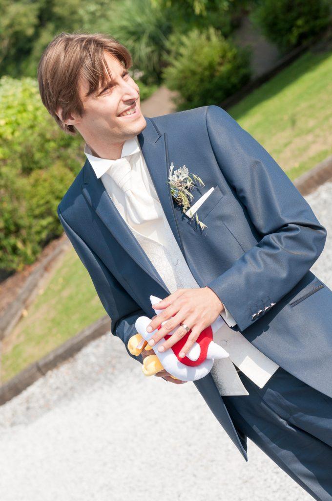 Le lancer du bouquet... version hommes ! // Photo : UltraSpider Wedding