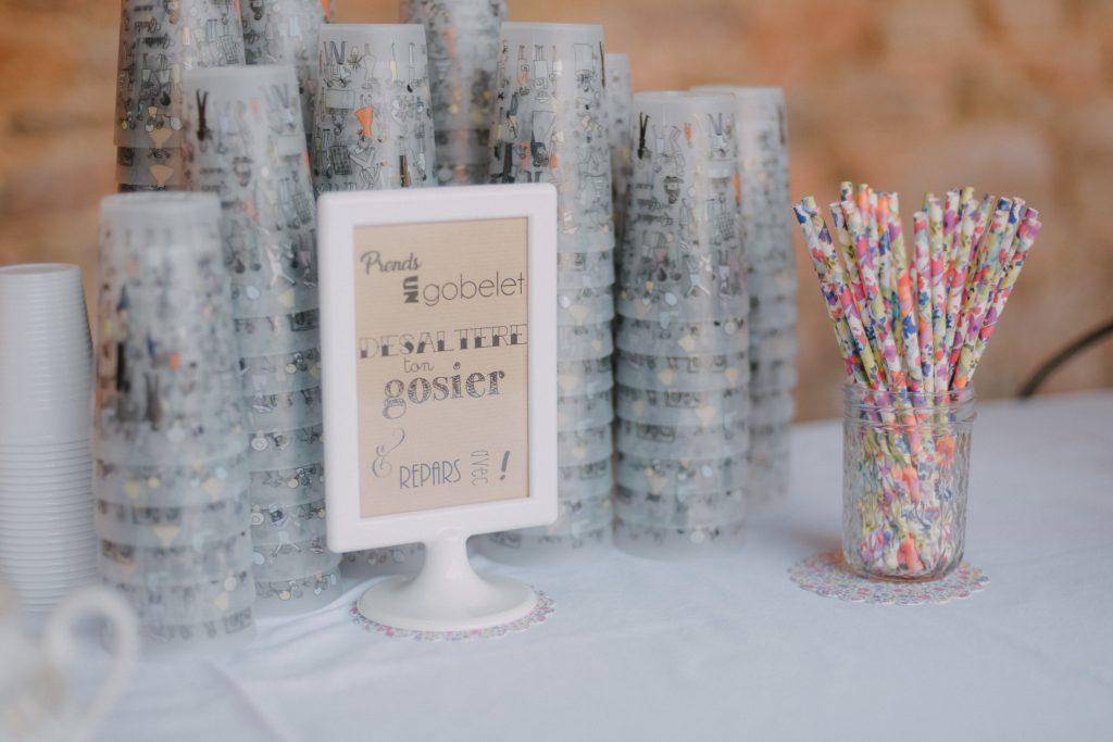 DIY décoration de salle : gobelets personnalisés // Photo : Eulalie Varenne