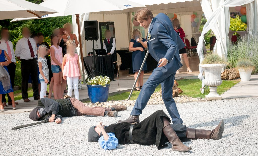 Un spectacle médiéval pour l'arrivée des mariés ! // Photo : UltraSpider Wedding