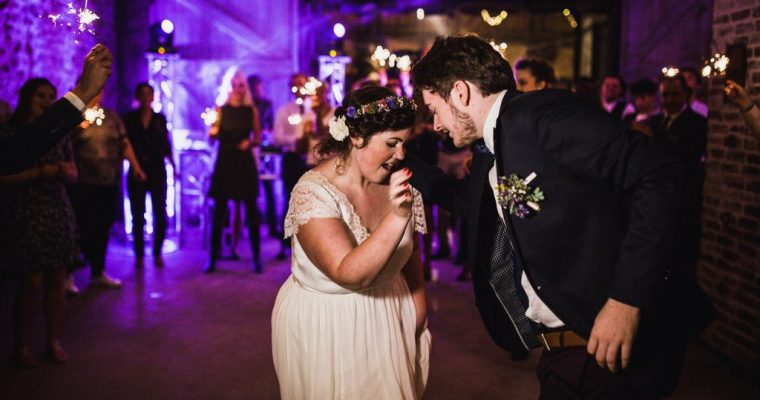 Mon mariage fun et fleuri d'été indien : l'entrée dans la salle