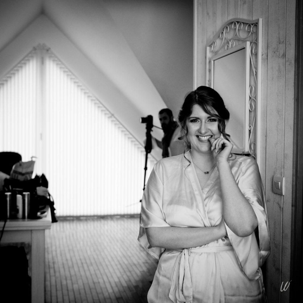 Maquillage et coiffure : les préparatifs de la mariée // Photo : Lucie Nicolas Photographe