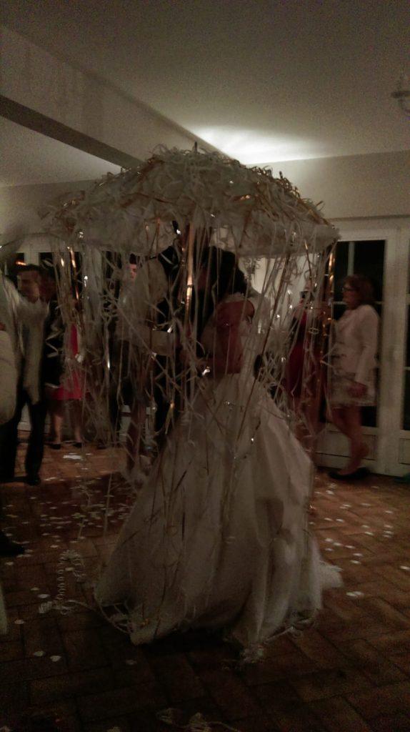 La soirée du mariage : buffet de dessert, ouverture du bal et danse du parapluie