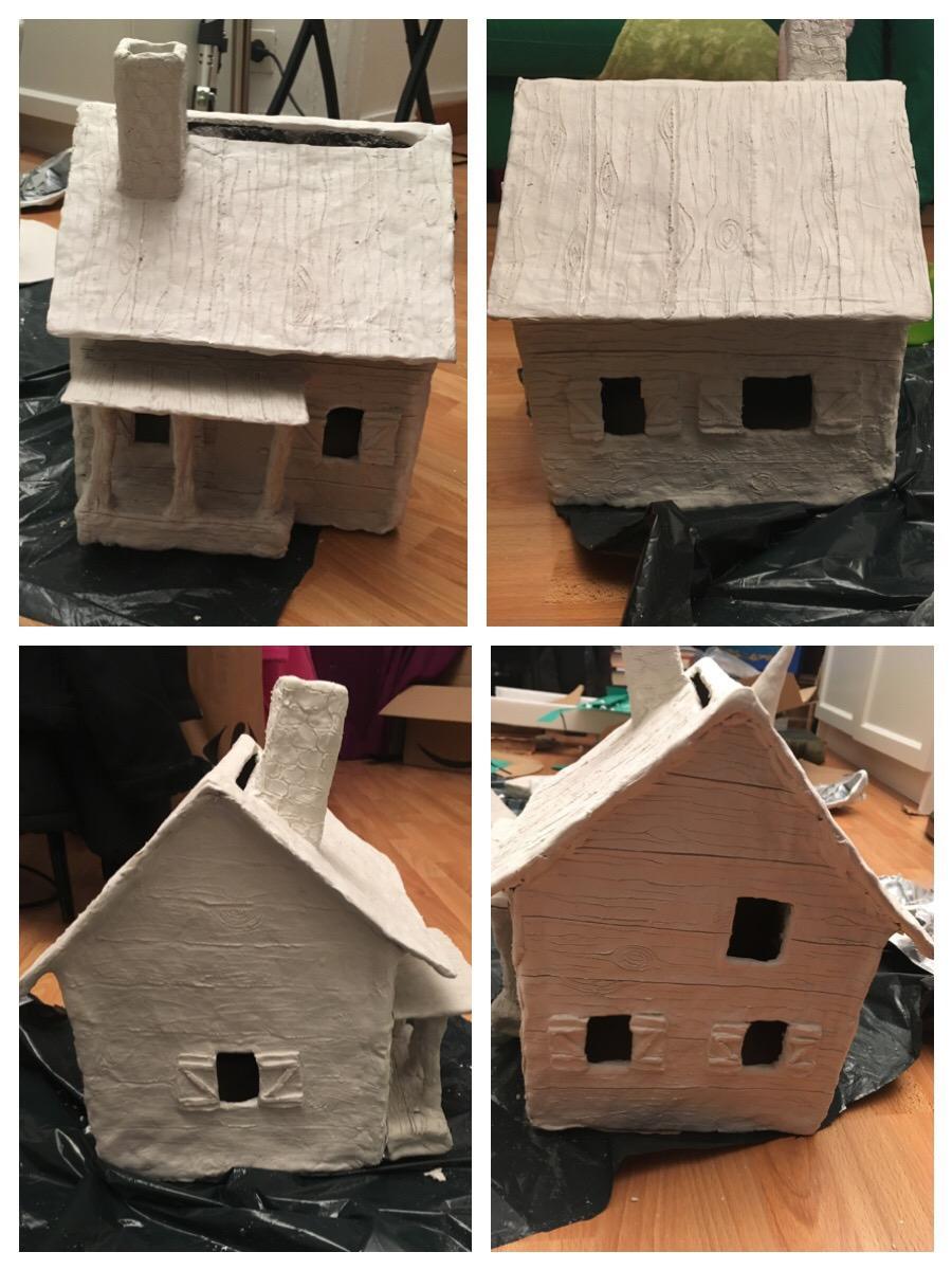 Une urne de mariage DIY en forme de maison