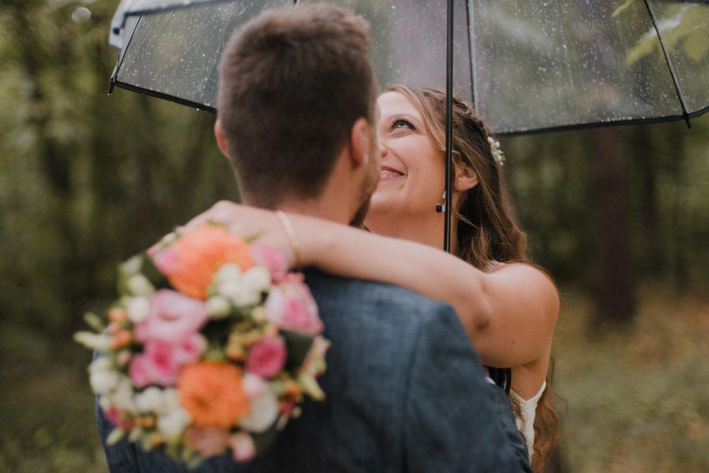 Nos préparatifs et séance de couple sous la pluie // Photo : Eulalie Varenne