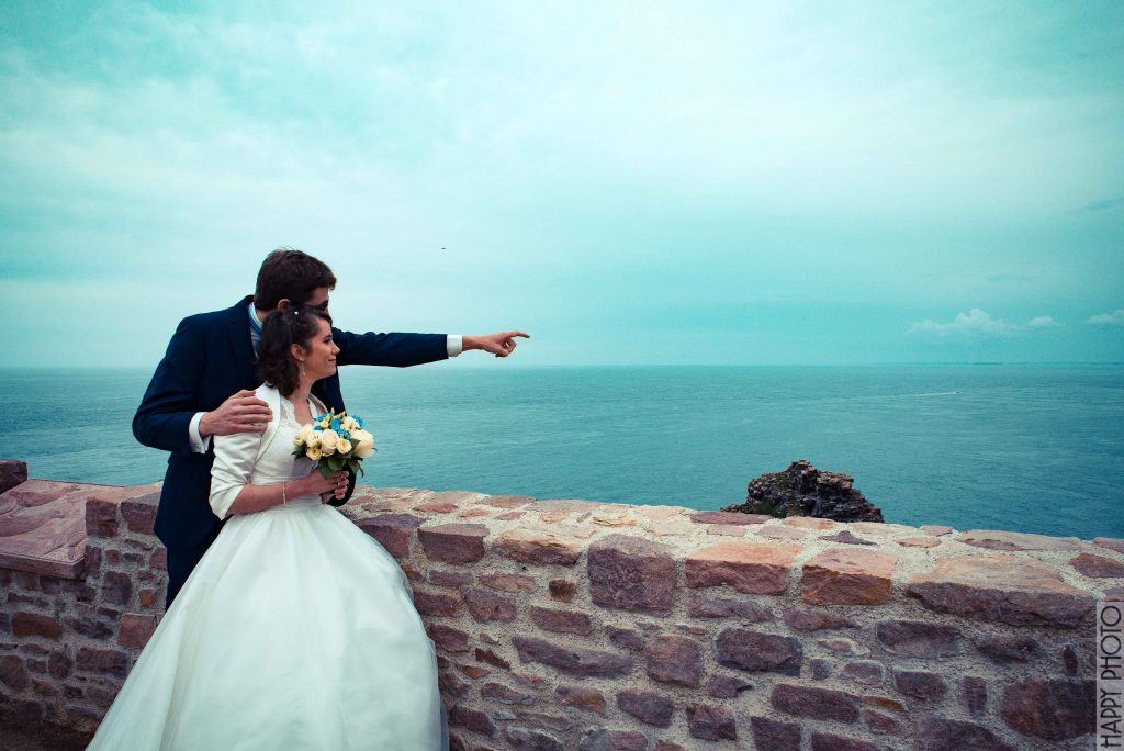 Nos photos de couples sur un phare en Bretagne // Photo : Happy Photo