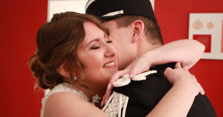 Mon mariage printanier-chic tout en émotions : notre first look
