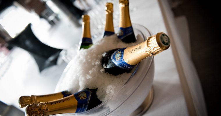 Mon mariage printanier-chic tout en émotions : un vin d'honneur duquel on peut profiter, mission impossible ?