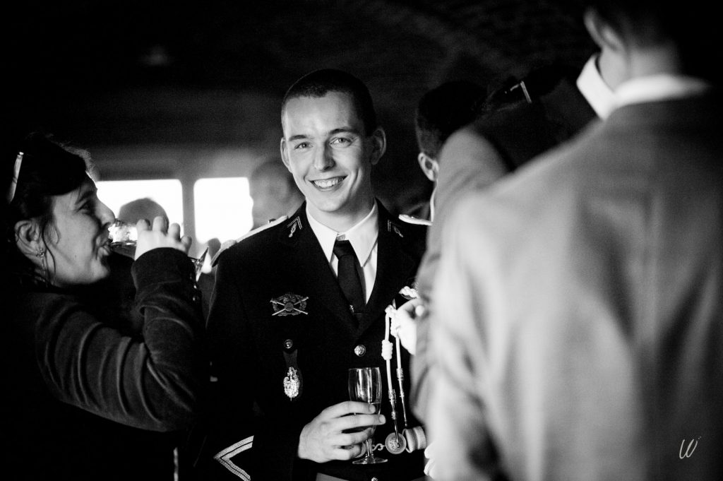 Profiter de ton vin d'honneur le jour du mariage // Photo : Lucie Nicolas