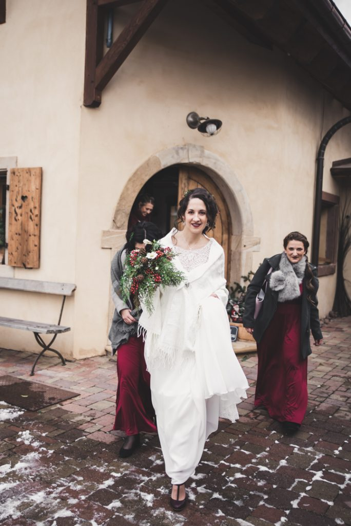 L'habillage de la mariée // Photo : Pauline Kupper Photographie