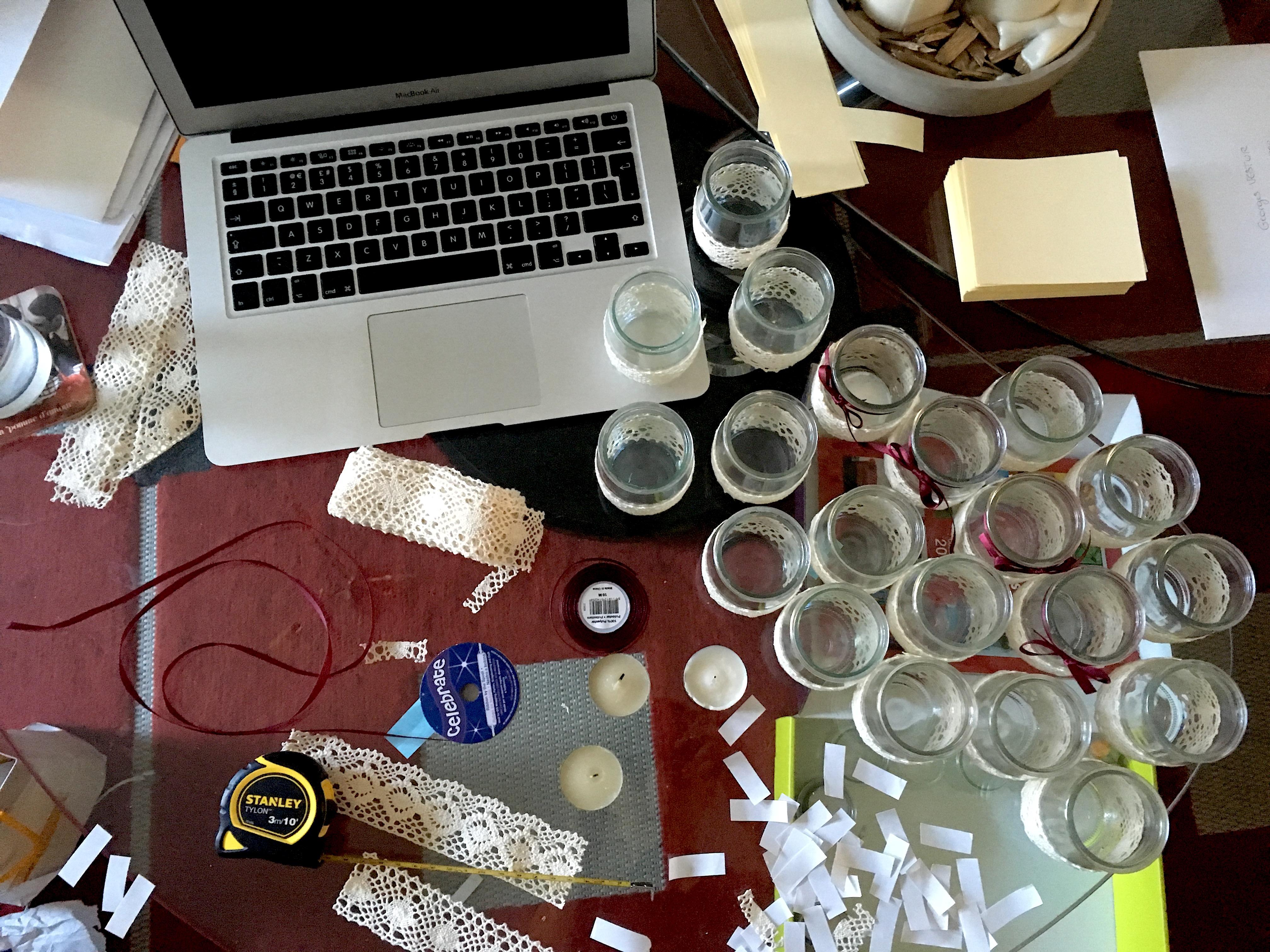 DIY mariage : des photophores (bougies) avec des yaourts en verre