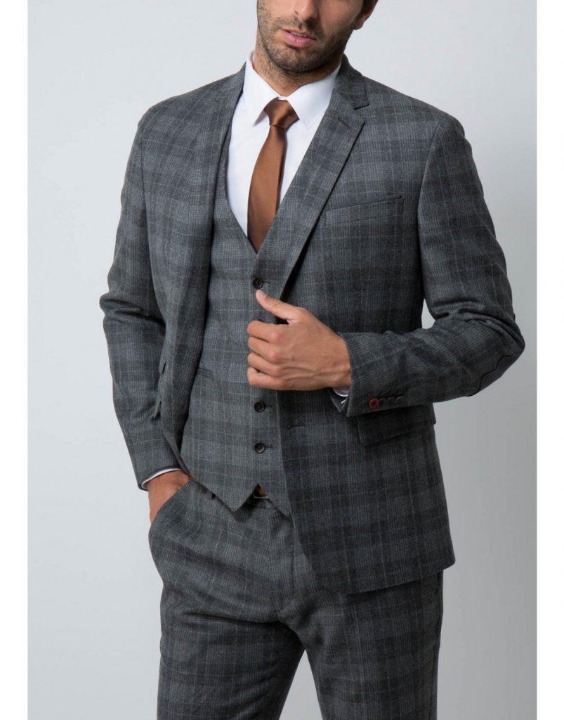 Choisir le costume du marié !