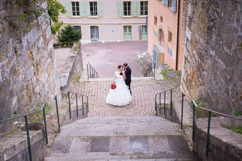 Nos photos de couple devant une église // Photo : Isabelle Chatellier