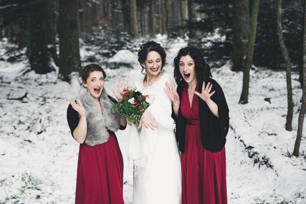 Nos photos de groupe sous la neige le jour du mariage // Photo : Pauline Kupper Photographie