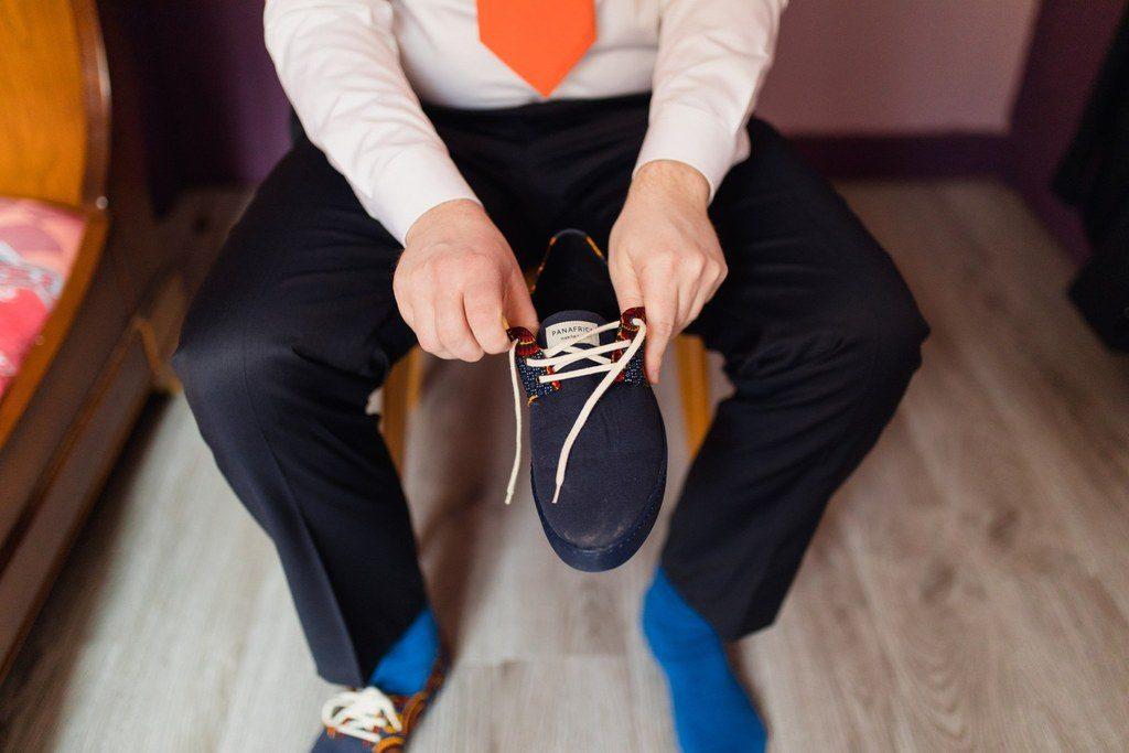 Les accessoires orange du marié // Photo : Brian photographie