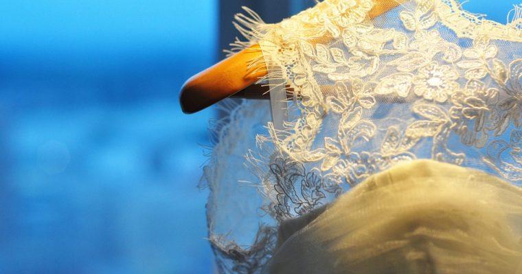De la conception de la robe pour le mariage à la mairie