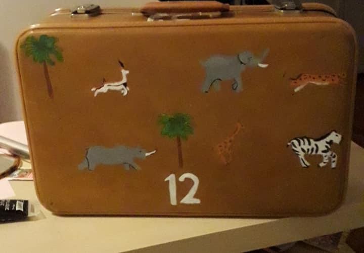 Notre urne / valise DIY pour le mariage inspiré du film de Wes Anderson