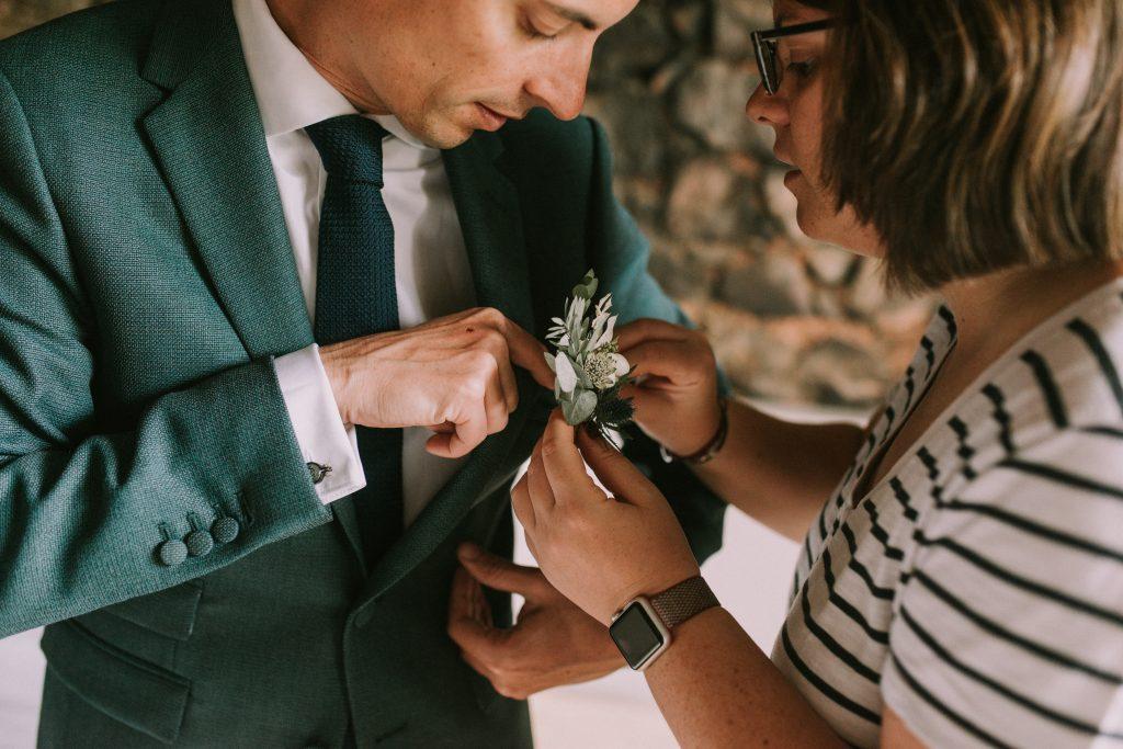 Les préparatifs du marié le jour J // Photo : Sara Cuadrado