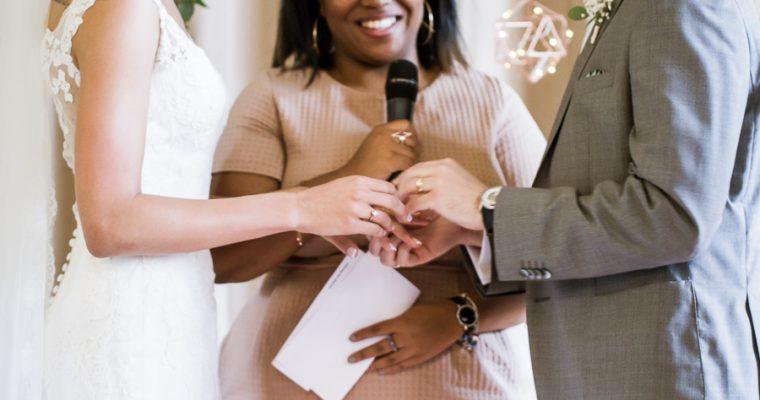 Offre de Noël #12 : 50% de remise sur l'aide à la rédaction de ta cérémonie laïque