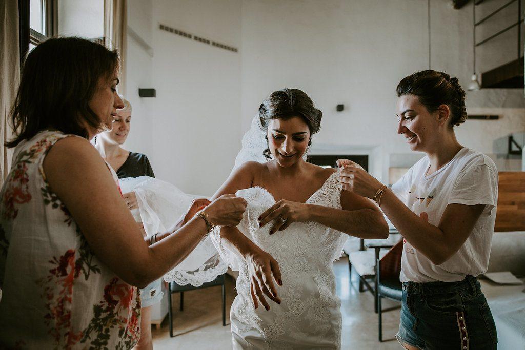 Mon mariage en Andalousie : l'habillage des mariés // Photo : Les Récits de Becca