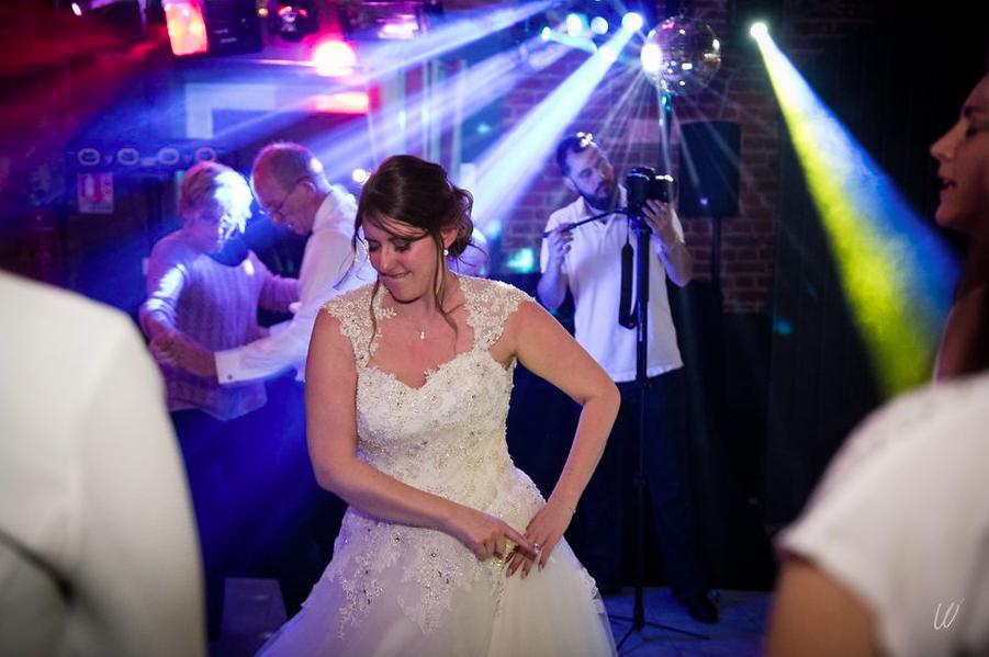 La soirée du mariage avec bal et buffet de desserts // Photo : Lucie Nicolas