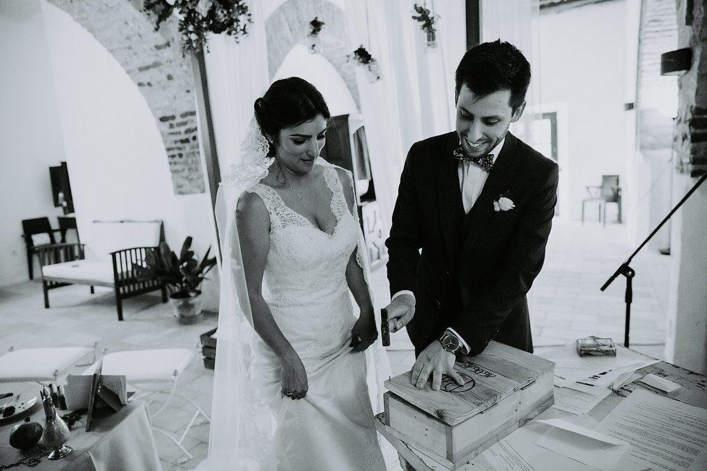 Nos échanges de vœux et la fin de notre cérémonie d'engagement // Photo : Les Récits de Becca