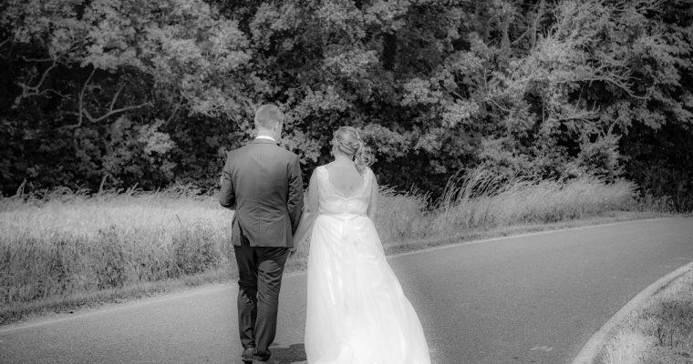 Mon mariage simple et convivial en couleurs pastels : les mariés se marient – Partie 1