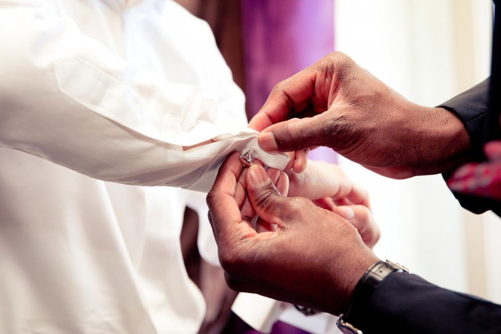 Les préparatifs du marié... raconté par le marié // Photo : Delphine Persyn - Nature Films Photography
