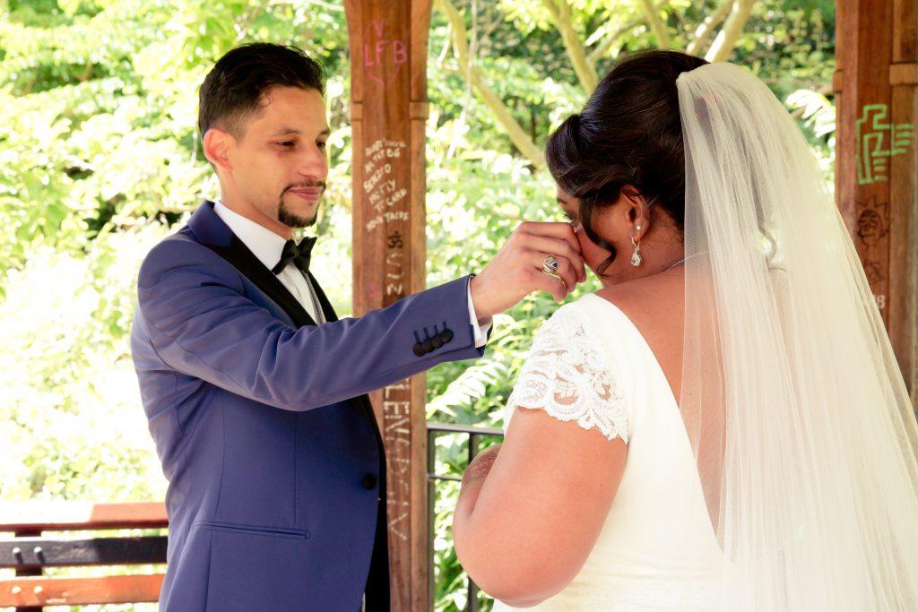 Découverte des mariés le jour J // Photo : Delphine Persyn - Nature Films Photography