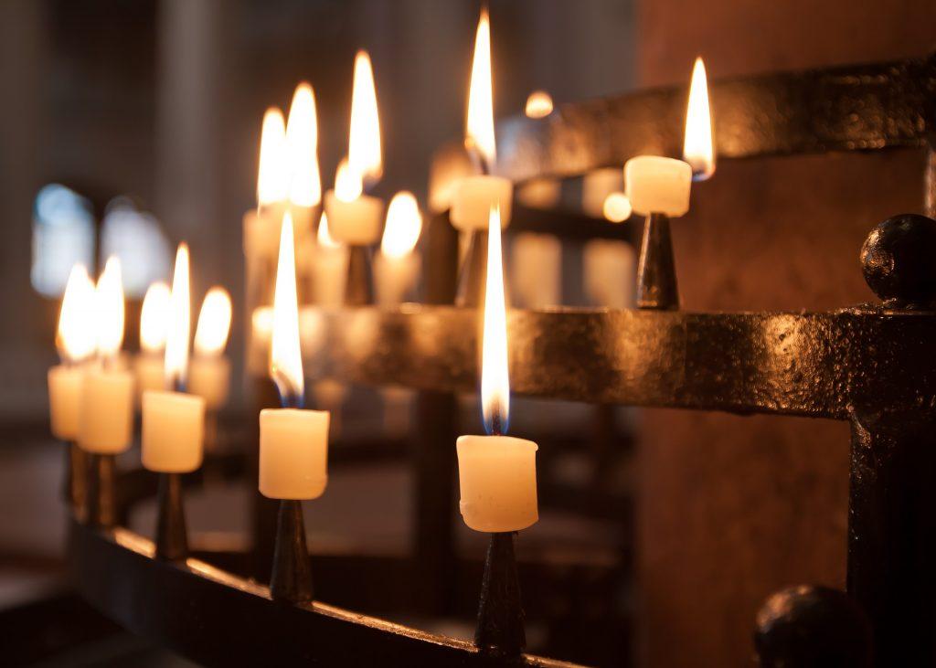 Chercher un prêtre bilingue pour officier notre cérémonie