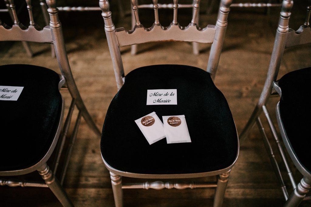 """Les DIY de mon mariage : des mouchoirs """"pour des larmes de bonheur"""" // Photo : La Cabine de Margaux"""