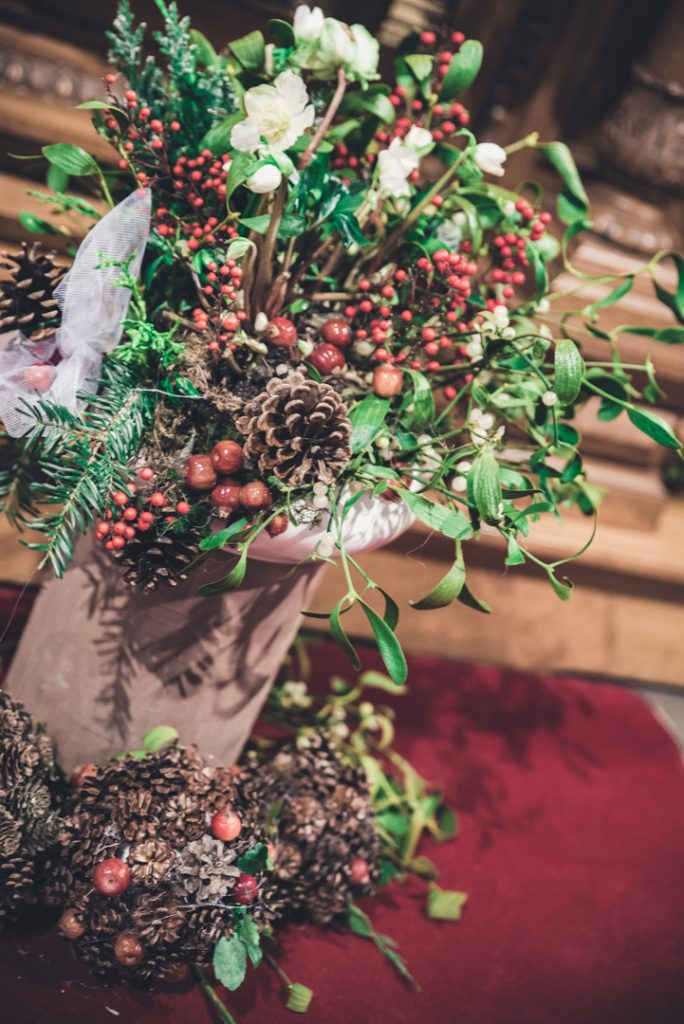 Décoration hivernale dans l'église pour mon mariage // Photo : Pauline Kupper Photographie