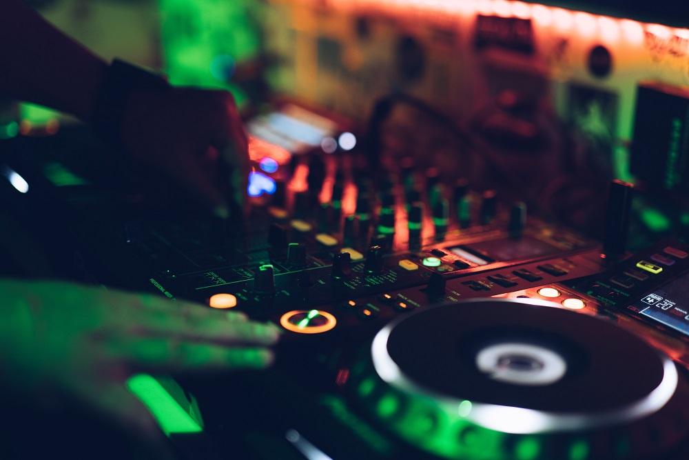 Choisir le DJ du mariage... parmi une liste imposée !