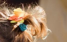 La tenue colorée des petites filles du cortège // Photo : Brian Photographe