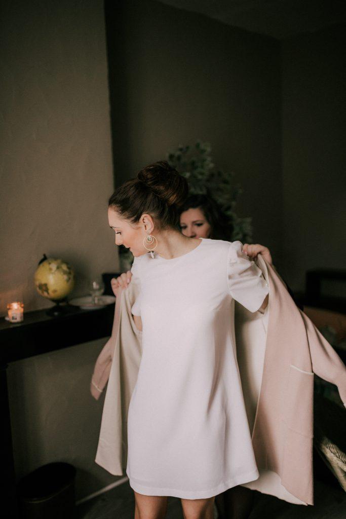 Préparatifs de la mariée pour la cérémonie civile // Photo : La Cabine de Margaux