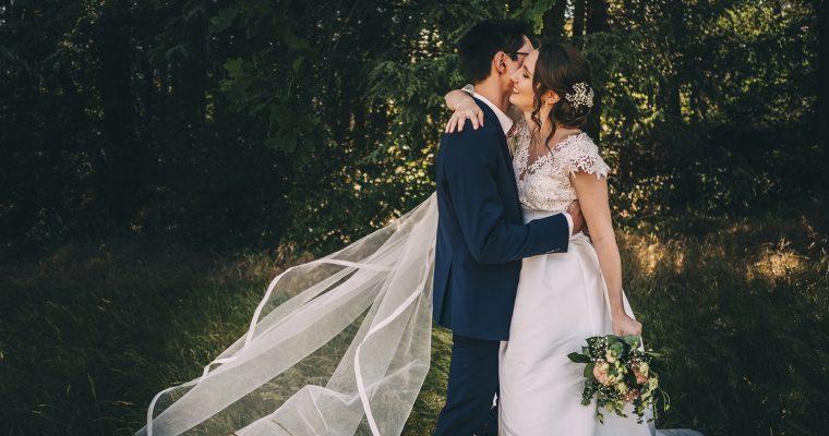 Le mariage champêtre et estival de Marine sur le thème du voyage