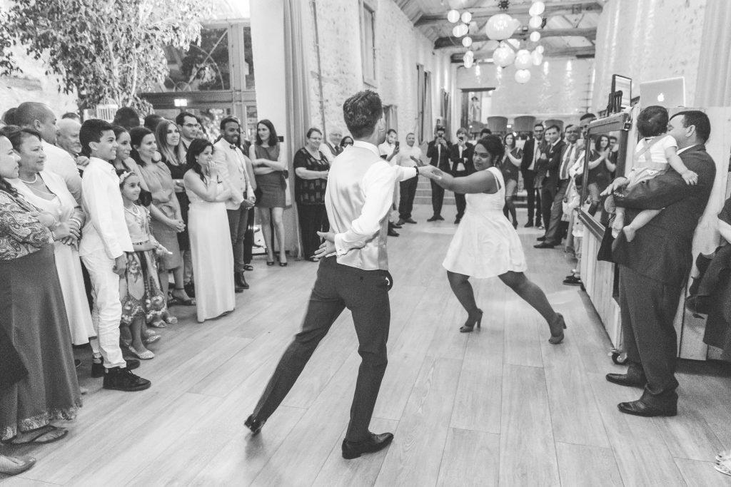Repas de mariage et ouverture du bal // Photo : Delphine Persyn - Nature Films Photography