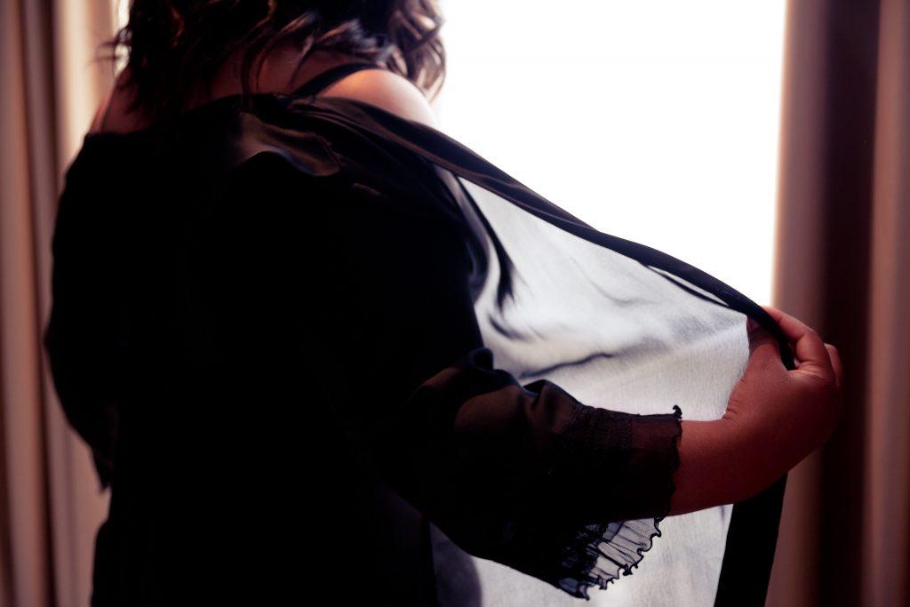 La séance boudoir après mon mariage // Photo : Delphine Persyn - Nature Films Photography