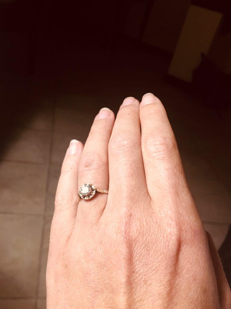 La bague de fiançailles, c'est obligatoire ?