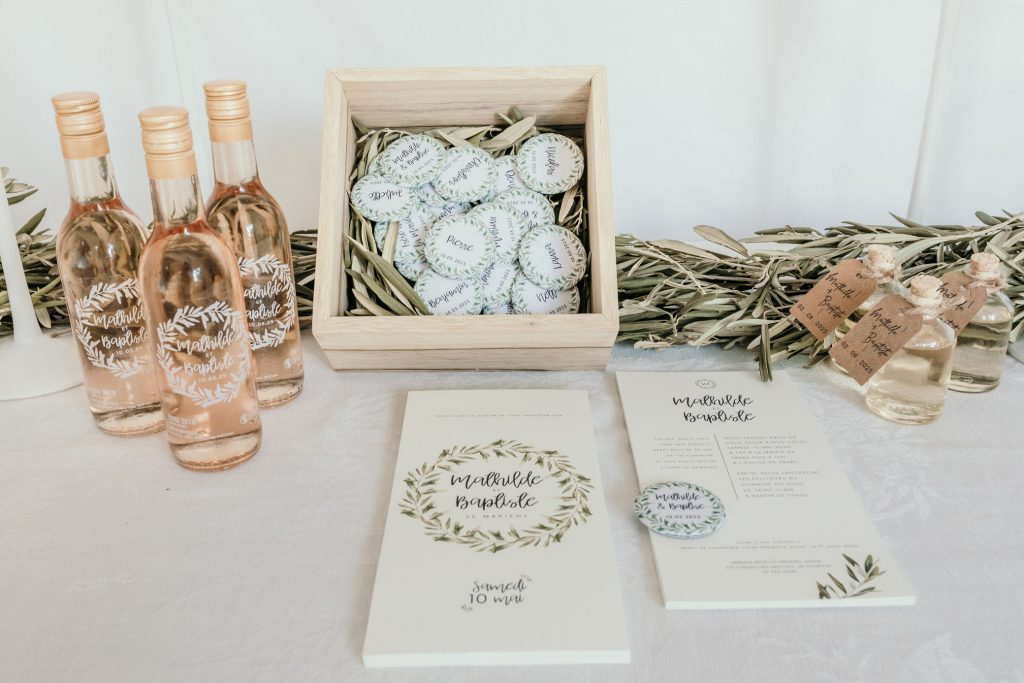 Des cadeaux d'invités et des outils pour t'aider à préparer ton mariage avec Petit Mariage entre Amis !