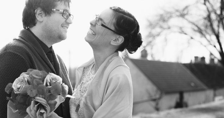 Mon mariage civil, en petit comité, un an avant : les photos de couple