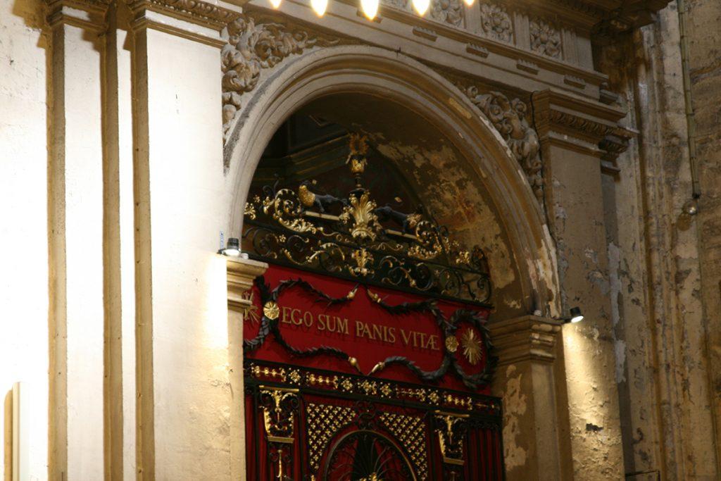 La préparation de nos cérémonies religieuses : catholique et zoroastrienne