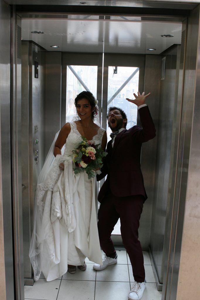 Les mariés dans l'ascenseur !