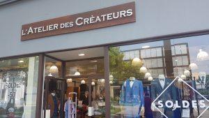 Vitrine de boutique de costumes