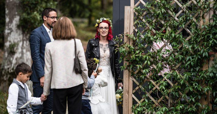 Mon mariage broc, rétro, rock : la cérémonie laïque – entrée des mariés