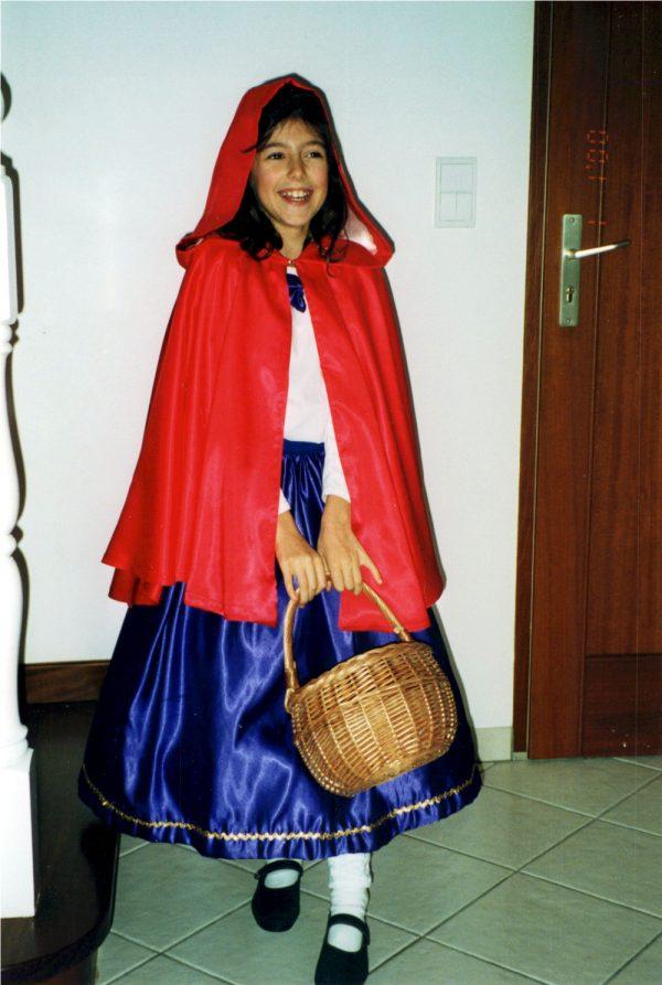 Madame Rationnelle en déguisement de Petit Chaperon Rouge