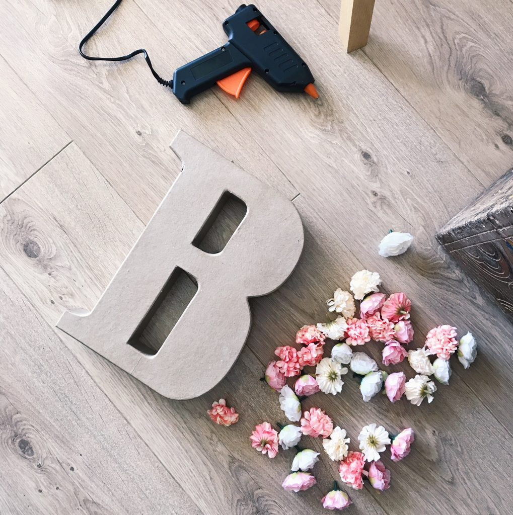 Mes DIY faciles pour un mariage : les lettres fleuries